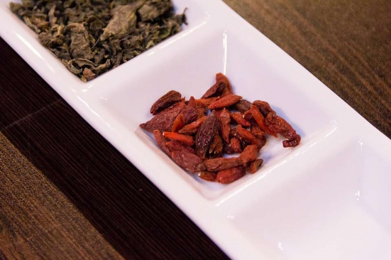 黄芪枸杞红枣泡水喝有益健康茶饮要注意用量
