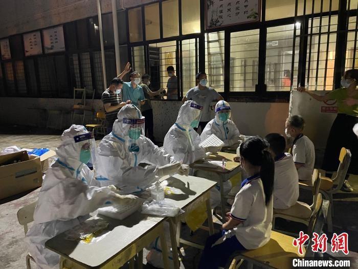 广东突发本土疫情多家医护人员再出动有需要随时上场