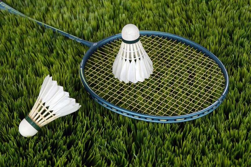 打羽毛球后肌肉的放松方法几个缓解肌肉酸痛的动作
